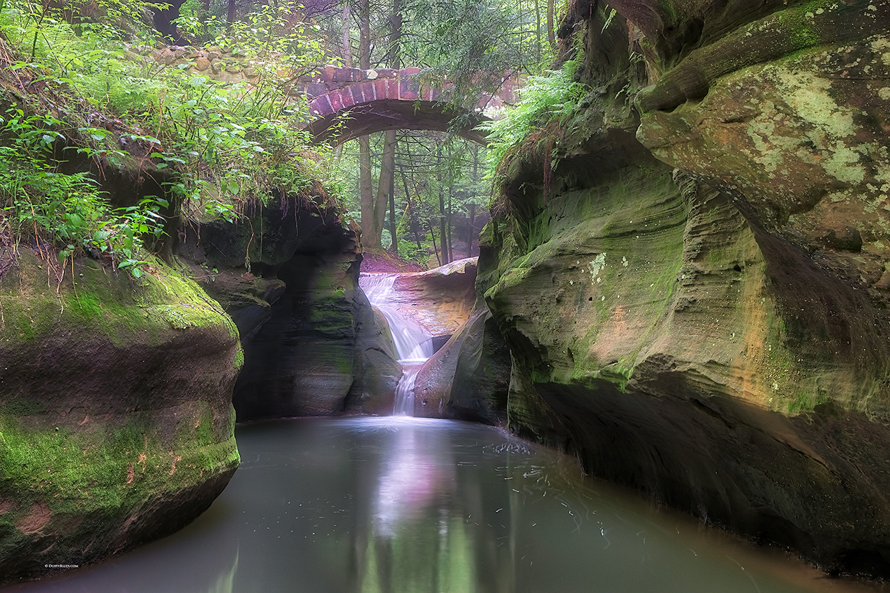 Satan's cauldron - The Devil's Bathtub looking up the gorge. Few hikers stop to see this viewpoint as the bathtub empties into...